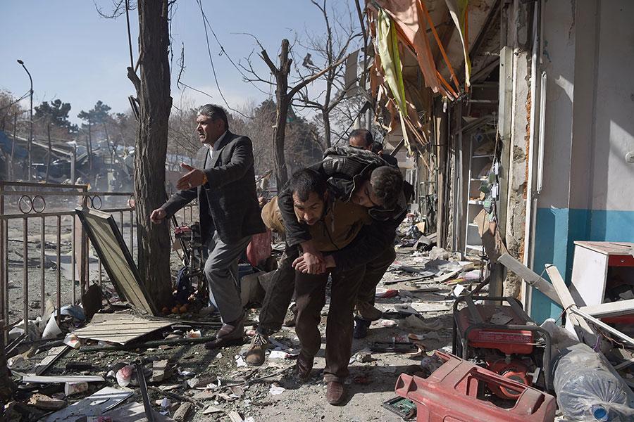 阿富汗首都喀布爾星期六(1月27日)上午遭到汽車自殺炸彈攻擊。(WAKIL KOHSAR/AFP/Getty Images)