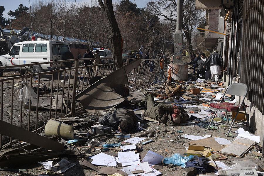阿富汗首都喀布爾星期六(1月27日)中午遭到汽車自殺炸彈攻擊,造成至少95人死亡、158人受傷。(WAKIL KOHSAR/AFP/Getty Images)