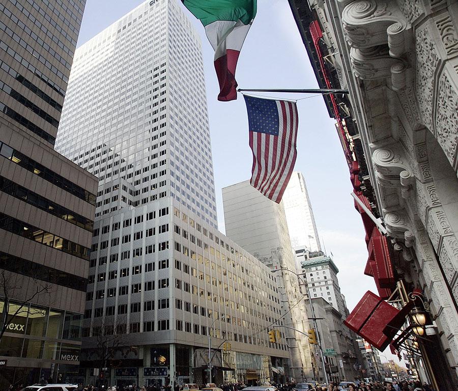 由於中國買家湧入,紐約市許多大型房地產公司如「公園大道國際夥伴」等,都增聘華人擔任經紀人。(Stephen Chernin/Getty Images)