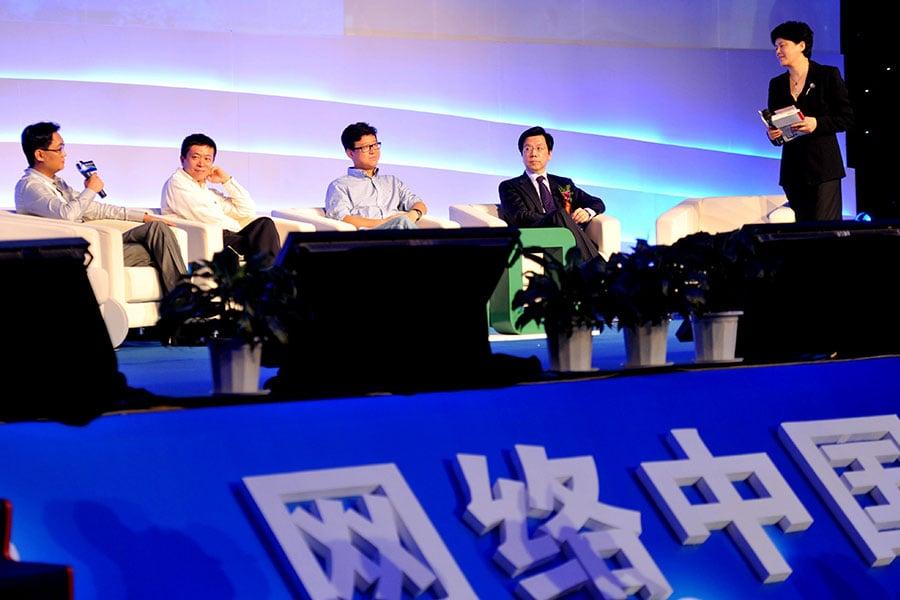 2011年8月23日,騰訊公司創始人馬化騰,新浪網CEO曹國偉,網易CEO丁磊和創新工場CEO李開復在北京參加2011年中國網際網路大會。(STR/AFP/Getty Images)