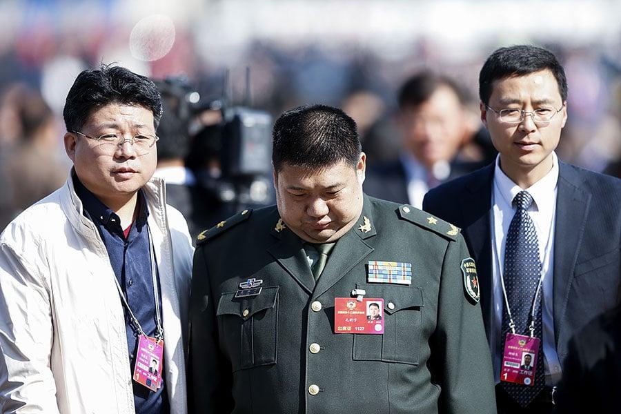 毛澤東的嫡孫毛新宇(中),由於他的身份、雷人言論等問題,備受外界關注。(Lintao Zhang/Getty Images)