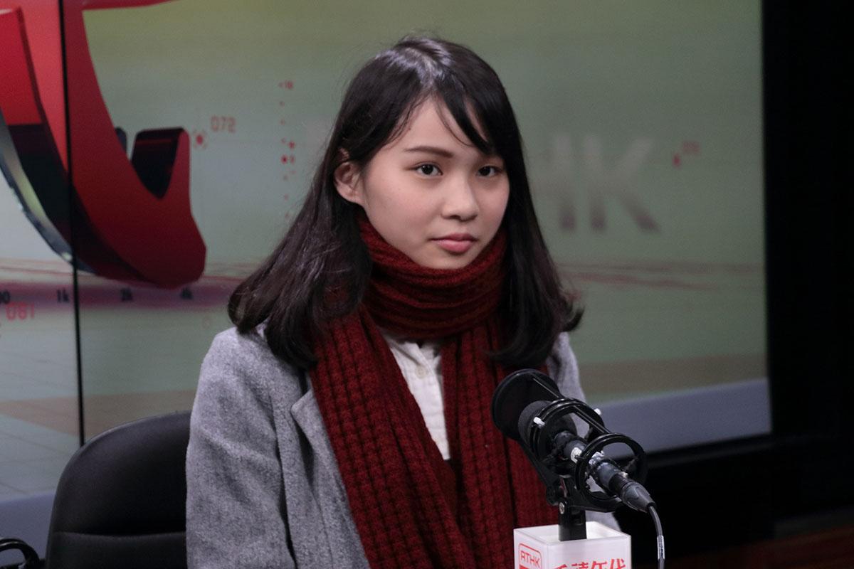 周庭昨日出席多個電台節目時,重申今次不僅是DQ自己和香港眾志,而是對這一代青年的政治清算。(蔡雯文/大紀元)