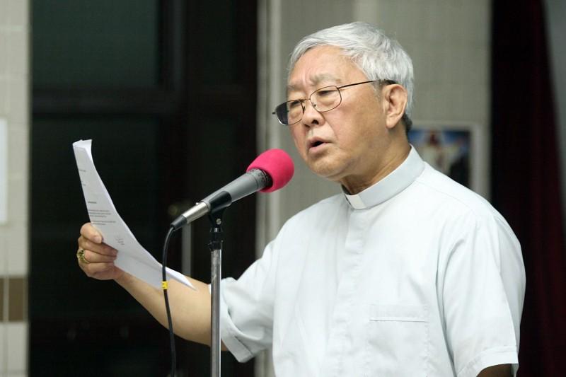 退休的香港樞機主教陳日君29日表示,外傳梵蒂岡要求中國兩位合法主教讓位給非法主教的事,教宗並不知情。(大紀元)