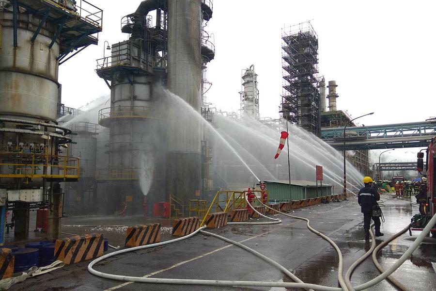 中油桃園煉油廠第二柴油加氫脫硫工廠發生重大工安事件。(桃園環保局)