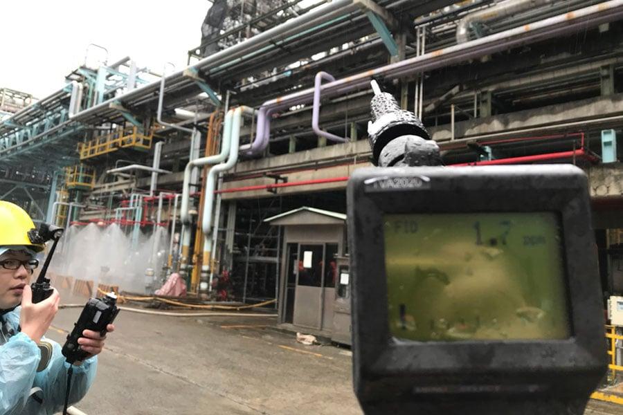 桃園環保局持續監測中油桃園煉油廠現場空氣品質。(桃園環保局)