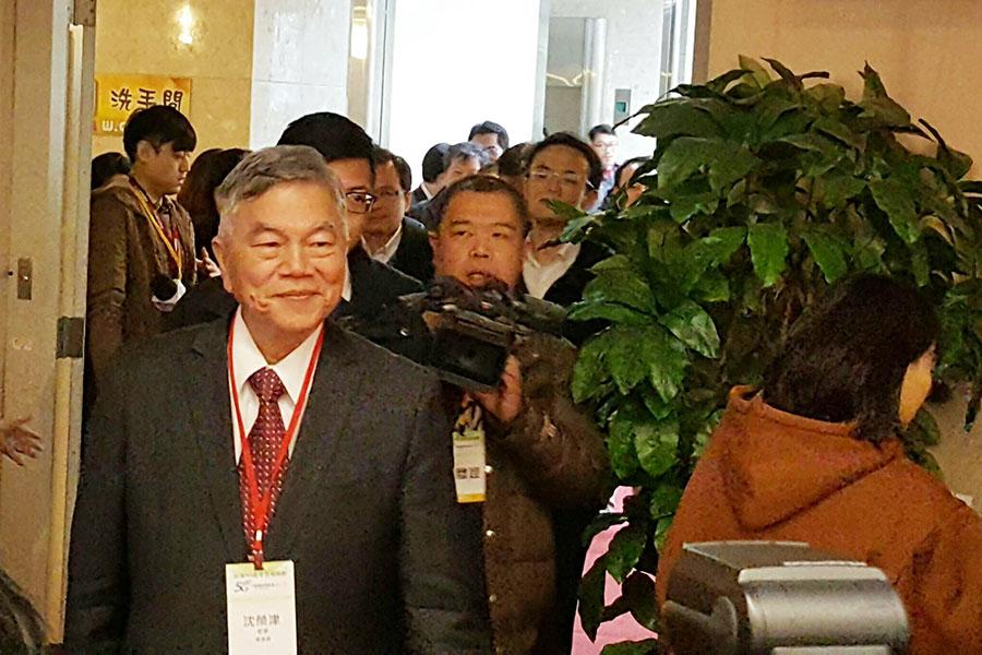 經濟部長沈榮津表示,會要求國營會好好檢討中油最近幾個工安事件,若真有疏失,依規定「該處分就處分」。(中央社)