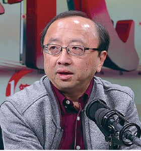 港大法律學院首席講師張達明指港府DQ決定製造寒蟬效應和白色恐佈。(蔡雯文/大紀元)