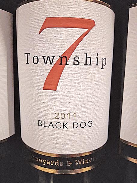 Black Dog 混紅2011,經過約24 個月的美洲木桶存放。
