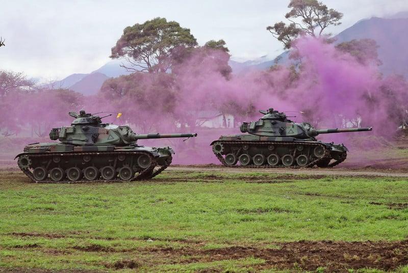 台灣花東防衛指揮部30日模擬花蓮港遭到共軍襲擊,機步戰鬥隊以M60A3戰車(圖)及M113運輸車,採分進方式,對登陸敵軍發起步戰協同攻擊,擊退敵軍。(中央社)