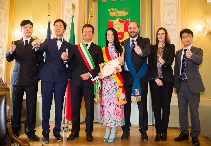 莫文蔚歐洲巡演成功 受封貝加莫文化大使