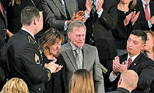 特朗普邀請了在北韓受虐待致死的美國大學生瓦姆比爾的父母到場。(Getty Images)