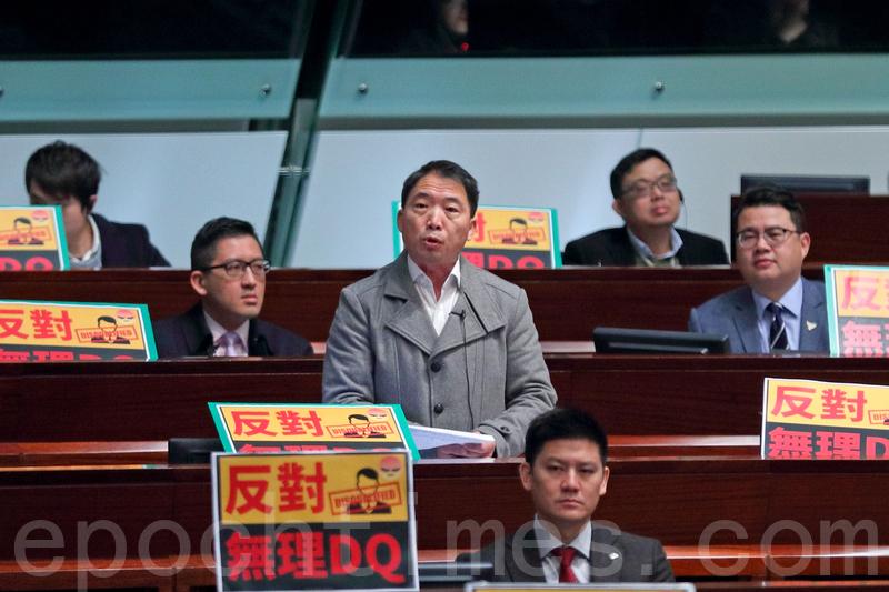 林鄭月娥昨日到立法會出席「短問短答」質詢,民主派追問香港眾志周庭被取消參選資格一事,胡志偉批評當局禁止周庭參選是以言入罪。(李逸/大紀元)
