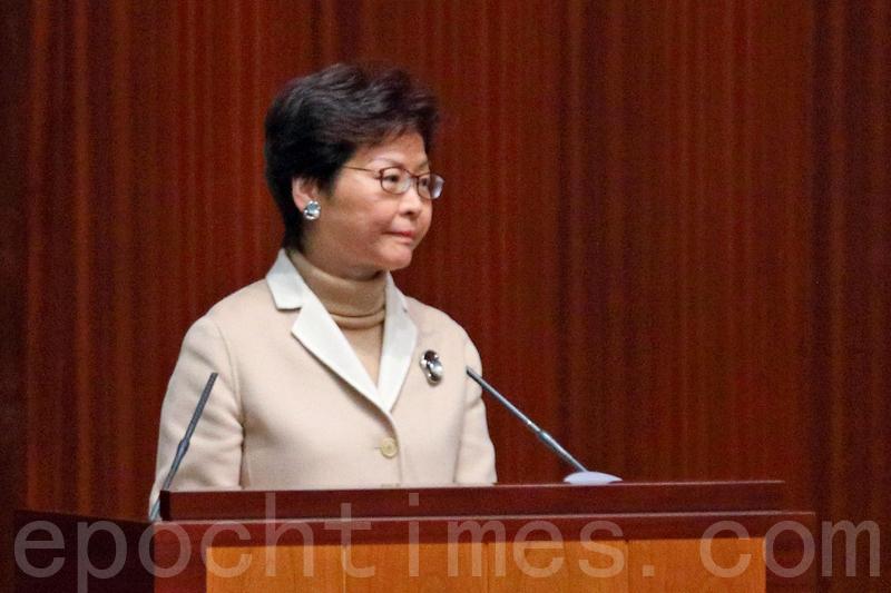林鄭月娥被多位民主派議員追問香港眾志常委周庭被取消參選資格一事。(李逸/大紀元)