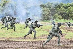 台灣舉行反入侵實彈軍演