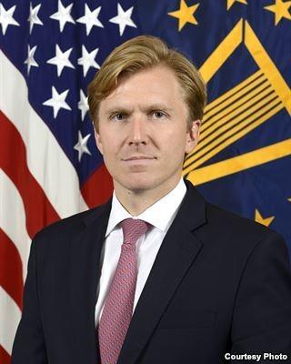 美國國防部主管戰略與軍力發展的國防部副助理部長科比(Elbridge Colby)。(美國之音)