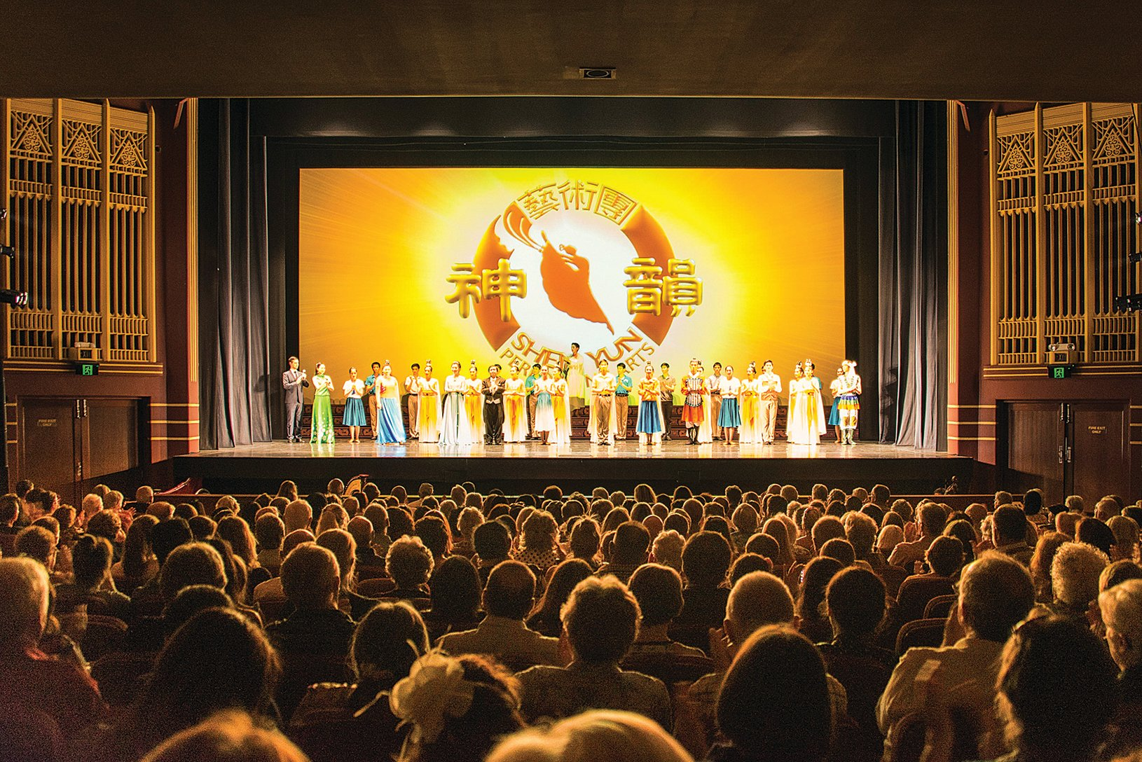 1 月26 日下午,美國的神韻國際藝術團在西澳首府珀斯帝王歌劇院展開第四場演出,滿場的觀眾在演出中掌聲不斷。(林文責/大紀元)
