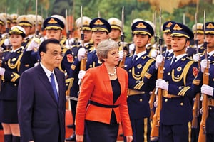 英首相抵北京 警告中共按國際規則行事