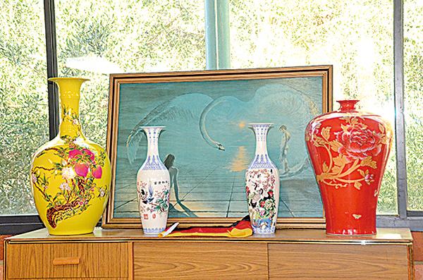 倫納德確信,中國文化有更崇高的精神內涵。圖為他所收藏的中國瓷器。