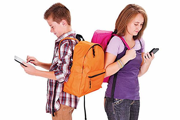 有多位硅谷企業領袖直言,社群媒體和手機設計的初衷就是希望讓使用者上癮,而受此影響最深的就是青少年。(Fotolia)