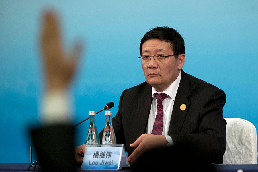 繼偉日前在在一場論壇中直指,中國發生系統性金融風險的可能性,比十年前全球金融危機時面臨的金融風險還大。(Ng Han Guan-Pool/Getty Images)