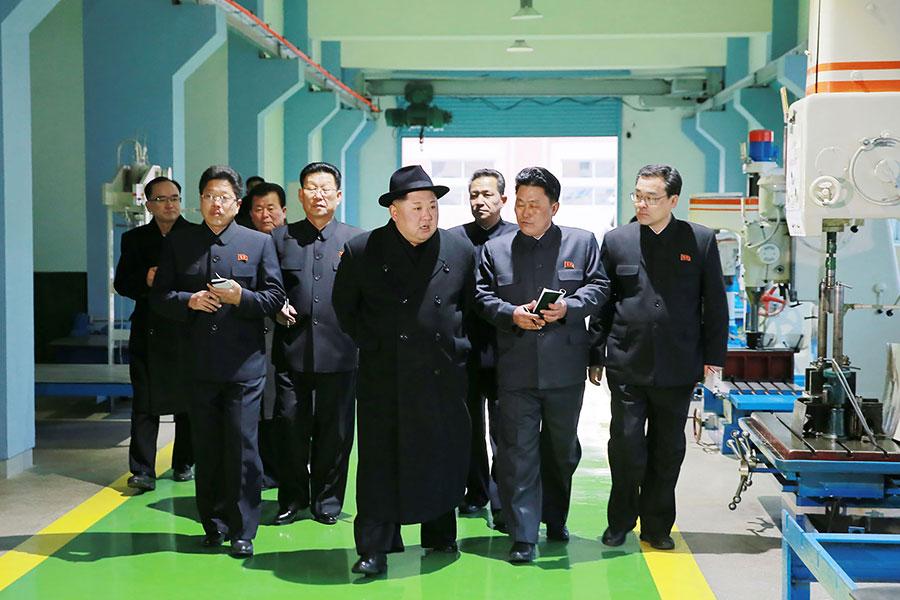 一個多月以來,金正恩很少公開露面,甚至沒敢離開平壤。(STR/AFP/Getty Images)