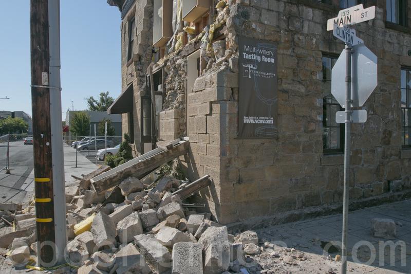 2014年8月24日加州納帕地震後受損的建築。(大紀元資料圖)