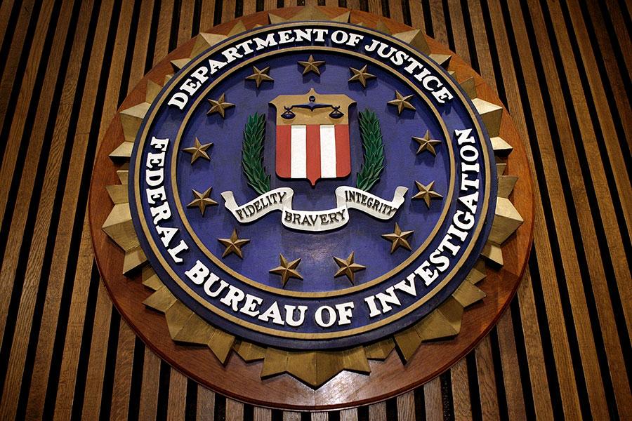 周五清晨,在通俄調查機密文件公開前數小時,特朗普總統發推文說,司法部及其聯邦調查局已「被民主黨政治化」。(Chip Somodevilla/Getty Images)