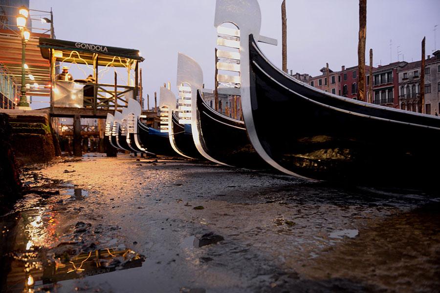 2018年1月31日,意大利威尼斯出現運河乾枯的情況。(MARCO SABADIN/AFP/Getty Images)