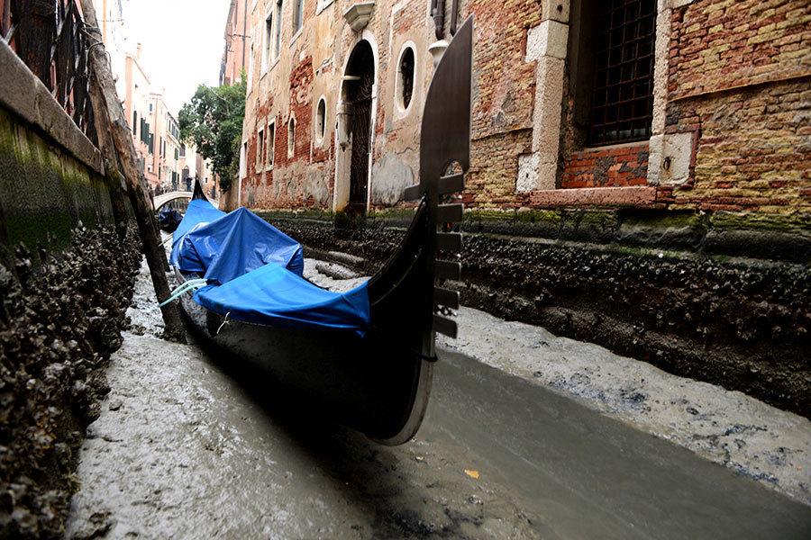 「超級藍血月」過後 水鄉威尼斯運河乾枯