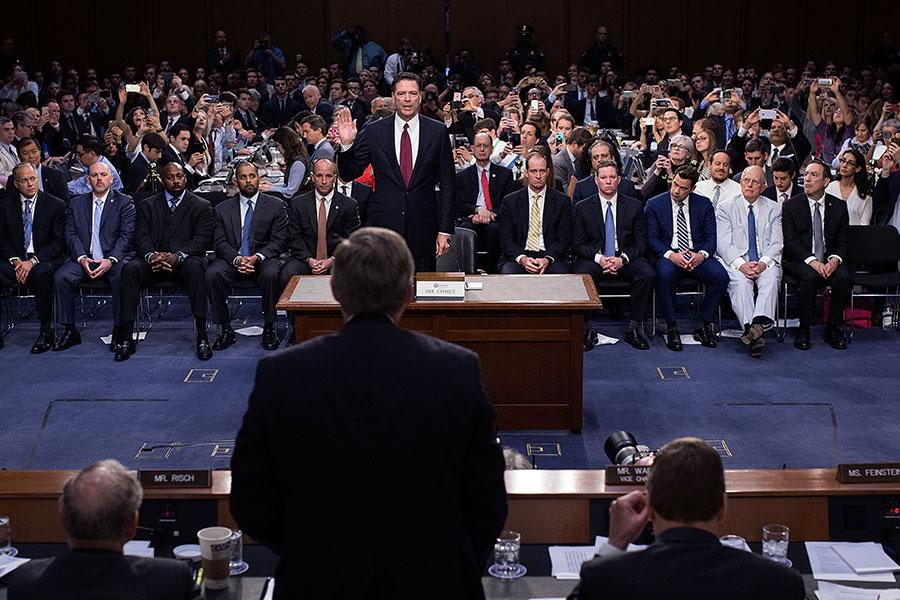 周五,美國眾議院公開眾所矚目的通俄調查機密文件,前FBI官員說,政府部門有可能展開調查,確認司法部及聯邦調查局官員是否犯下偽證罪並予以起訴。(Doug Mills-Pool/Getty Images)