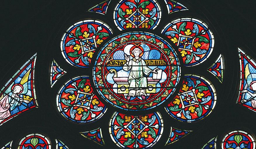 巴黎聖母院內彩色玻璃窗。