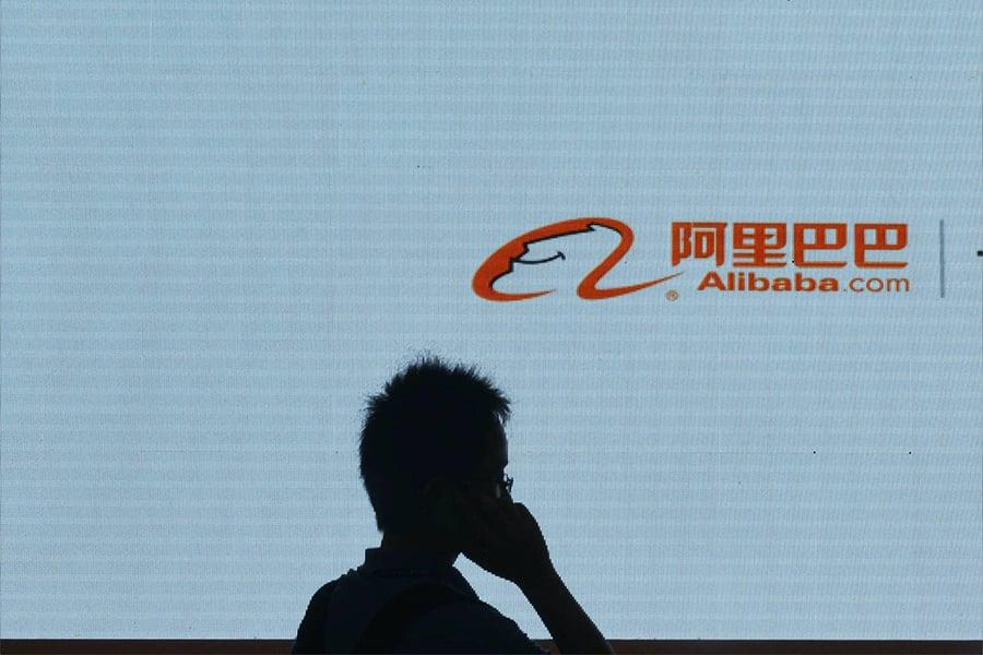 中共央行開始打壓騰訊和阿里巴巴打造社會信用分數系統的努力。這兩家互聯網巨頭使用公民購物和社會行為等數據給公民打信用分。(CHINA OUT/AFP PHOTO/STR)