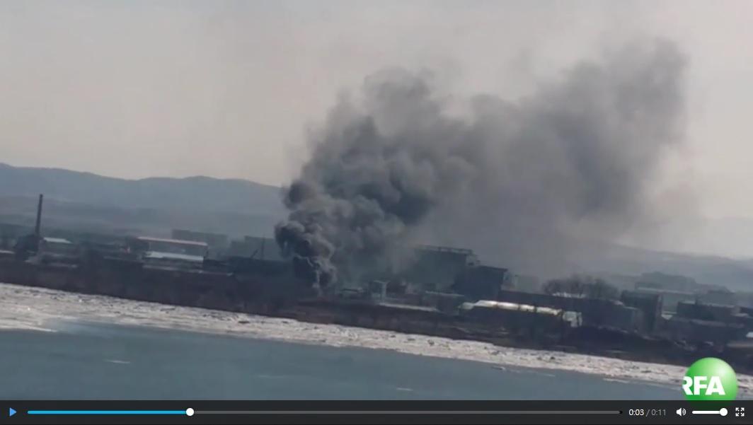 北韓新義州市在1月31日發生大火,連對岸的遼寧省丹東市居民都看得到。(視像擷圖)