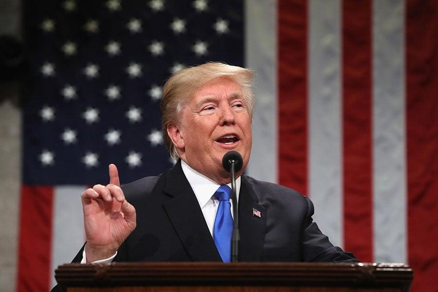 特朗普總統說,最近解密的一份備忘錄指控情報部門在2016年大選期間對特朗普團隊濫用職權,徹底為他洗冤。(WIN MCNAMEE/AFP/Getty Images)