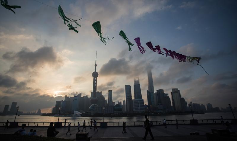 陸媒列出大陸2018中國最富的1000人,總財富達到驚人的12.5萬億元,其中馬化騰居首、馬雲第三。但外界質疑中共紅色後代和官二代,才是大陸最富有的人。圖為上海外灘。(JOHANNES EISELE/AFP/Getty Images)