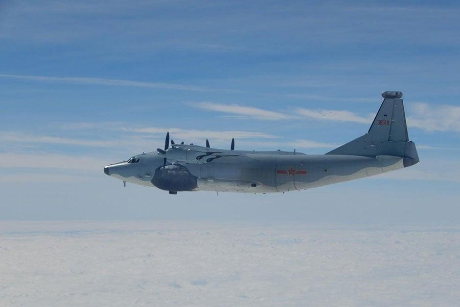 圖為運8飛機改裝而成的電偵機,從去年以來經常繞行台灣附近空域。(台灣國防部提供)