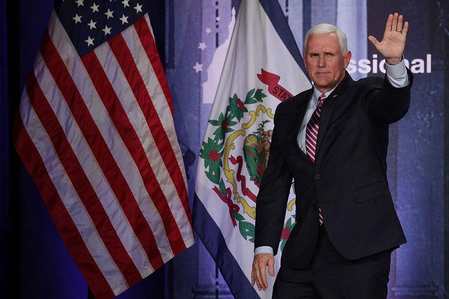 美國副總統彭斯將率美國代表團出席平昌冬季奧運會開幕儀式。圖為彭斯在2018年1月31日出席一個會議時的場面。(Alex Wong/Getty Images)