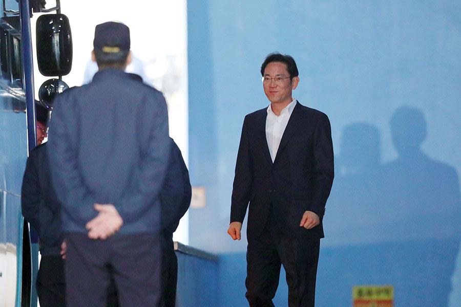 2月5日下午,三星電子副會長李在鎔在京畿道義王市首爾拘留所被釋放。(AFP PHOTO / Dong-A Ilbo / South Korea OUT)