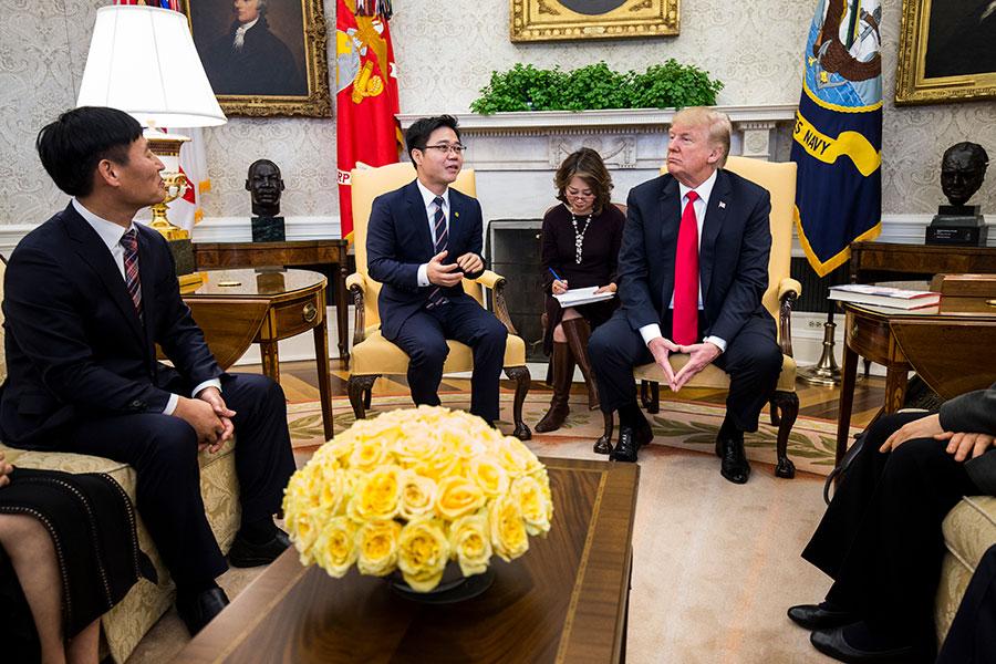 特朗普於2日邀請多名脫北者來白宮細談北韓人權問題。(Zach Gibson-Pool/Getty Images)
