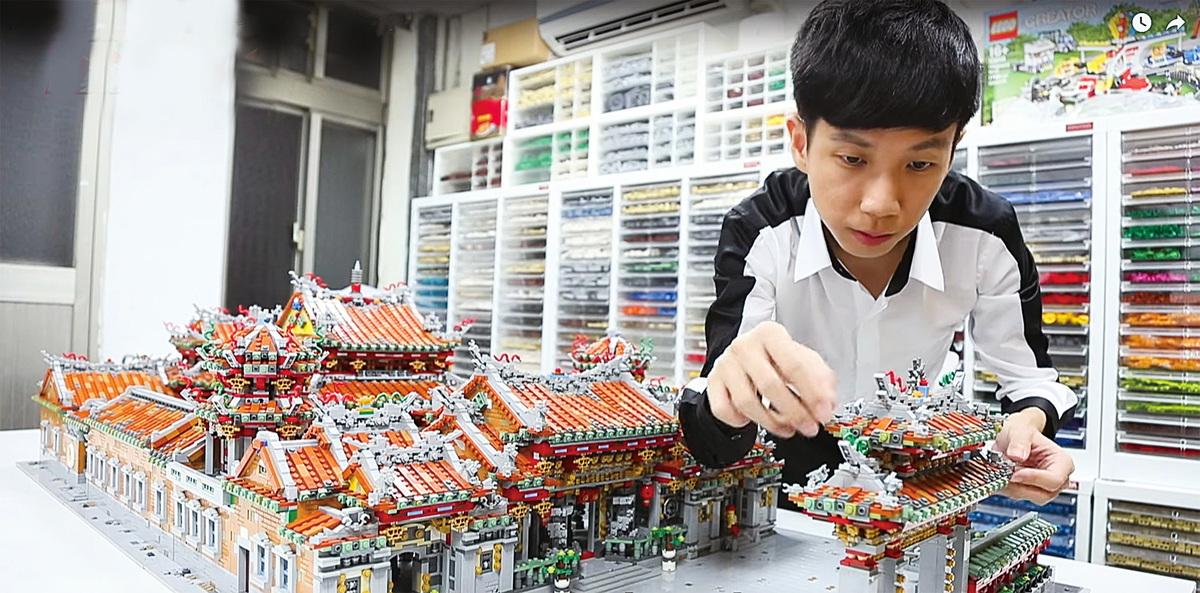 用四萬個樂高零件組合而成的「龍山寺」。(視頻截圖)