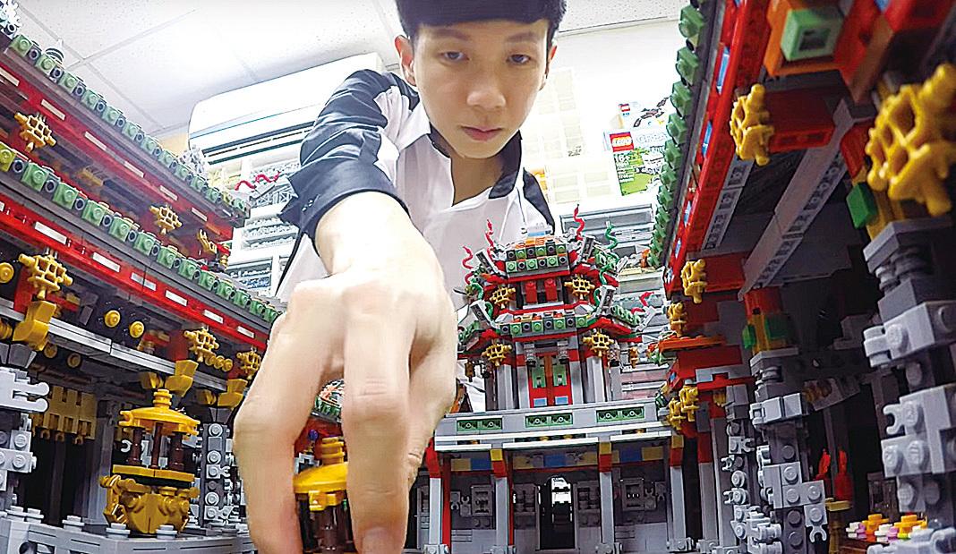 陳冠州精心製作的「龍山寺」作品。(視頻截圖)