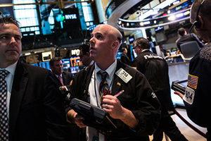美國股市暴跌 道瓊斯指數周一下挫1175點