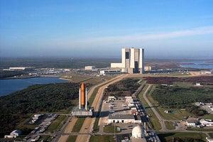 SpaceX重型火箭首射在即 紅跑車一起上太空