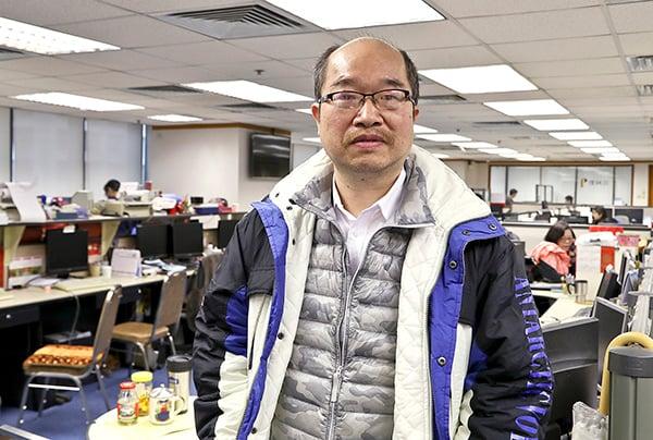 信誠證券投資部高級經理劉兆祥形容港股出現「人踩人」崩盤效應。(余鋼/大紀元)