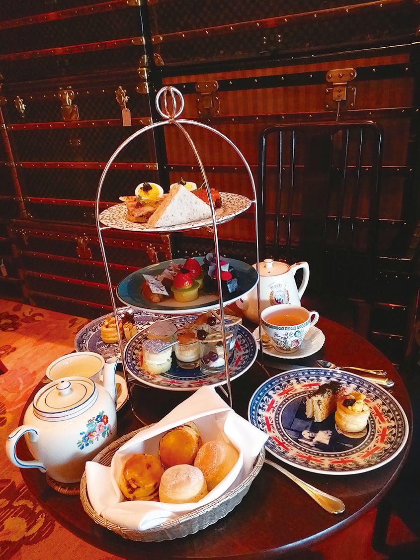 酒店糕點總廚Yves Matthey為呢次古董主題特別設計嘅三層下午茶。