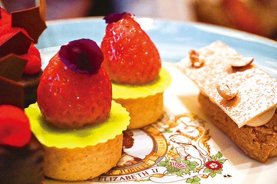 Strawberry Tart, Vanilla Cream 同埋Paris Brest, Hazelnut Cream。