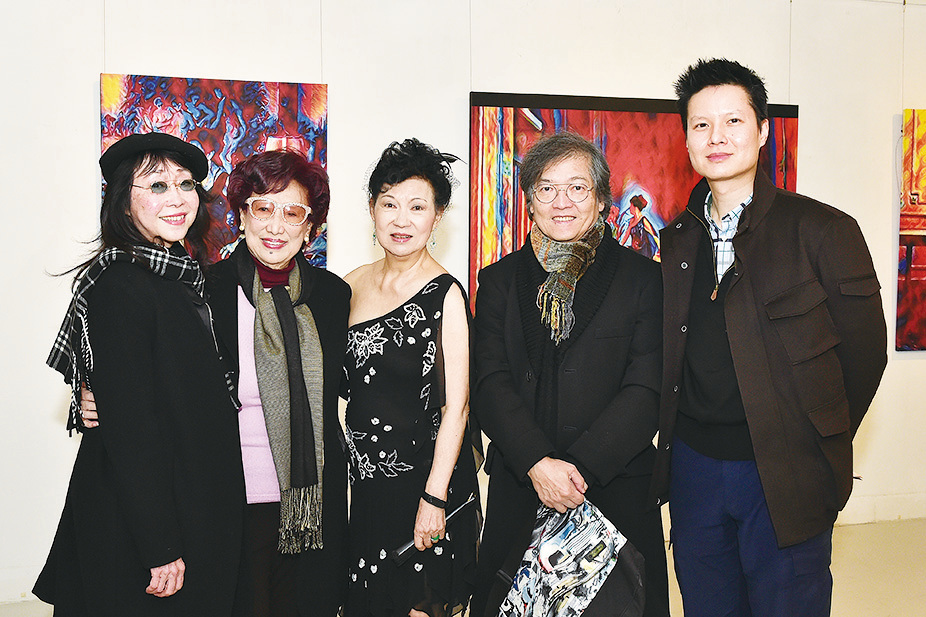 (左至右)張婉婷、潘迪華、關玲玲、羅啟銳與作曲家高世章。(郭威利/大紀元)
