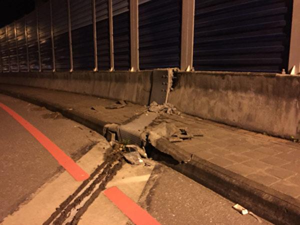 台灣花蓮地區2月6日深夜發生黎克特制6.4級強震,當地多棟大樓傾斜且多處道路嚴重龜裂、隆起變形。(民眾提供/中央社)