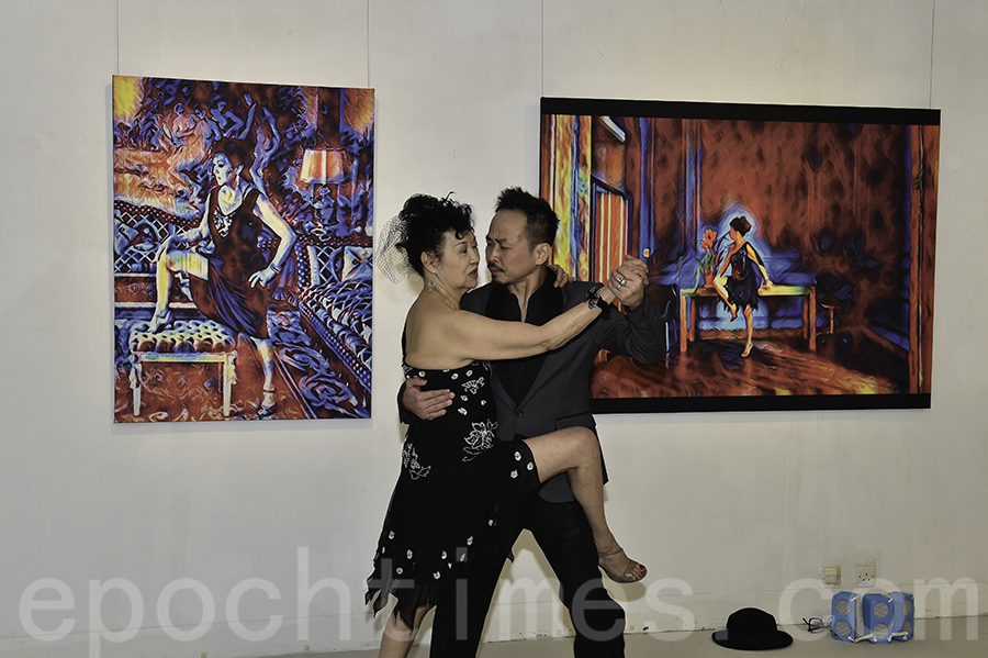 關玲玲(Alina)與舞伴表演探戈,她表示只跟舞伴練了兩次已很有默契。(郭威利/大紀元)