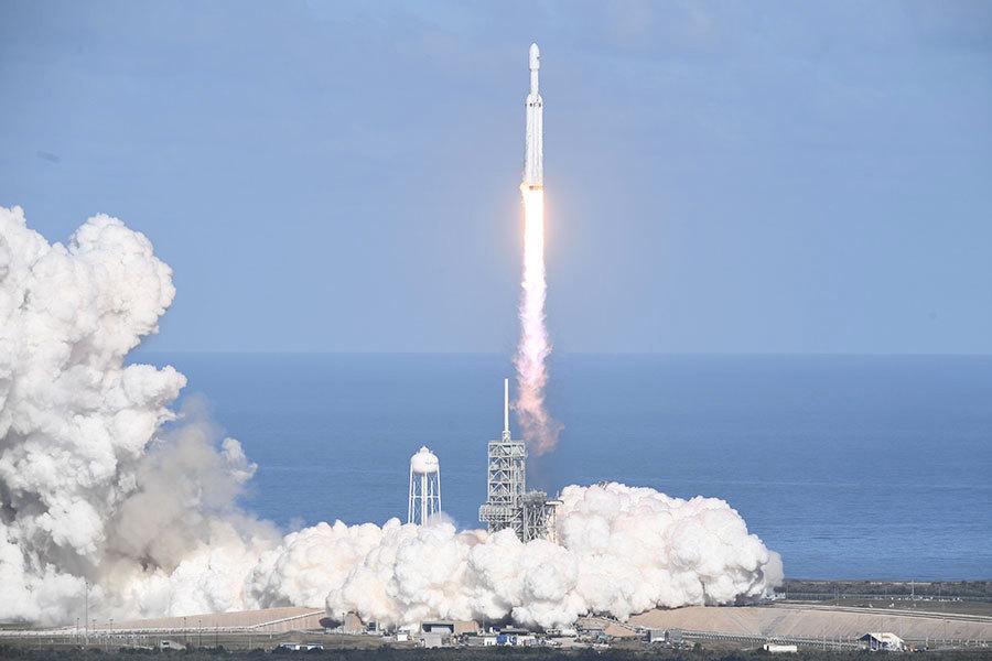 萬眾矚目 SpaceX成功首射世上最強大火箭